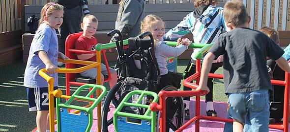 Φτιάχτηκε η πρώτη παιδική χαρά για παιδιά με αναπηρίες!
