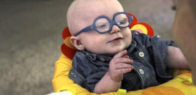 Η αντίδραση του μωρού που είδε για πρώτη φορά τη μαμά του θα σας συγκινήσει!